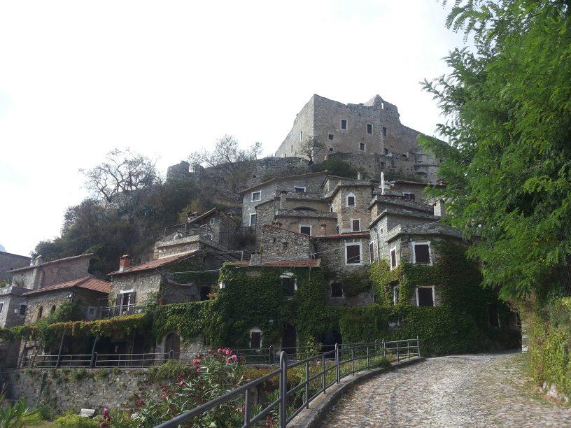 Castelvecchio di Rocca Barbena - SV di Daniella Macrì