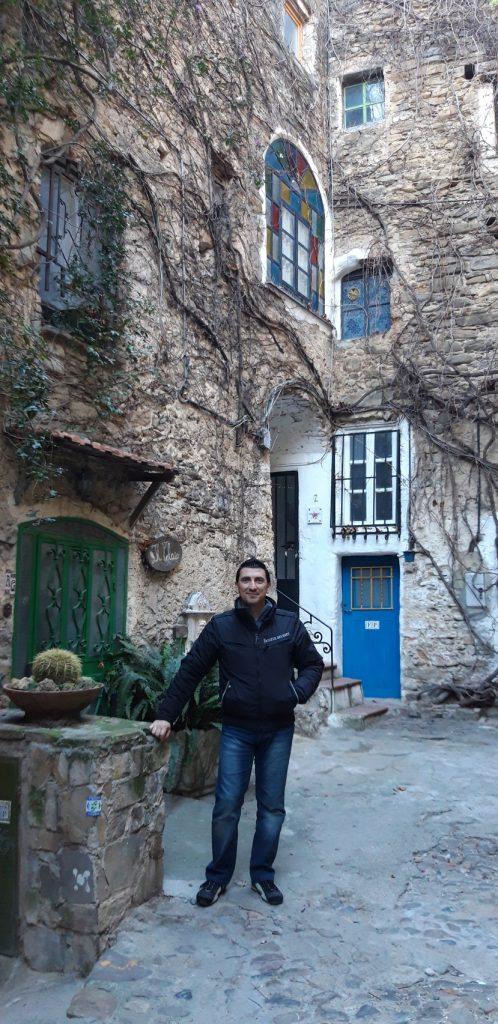 Tipico turista a Bussana Vecchia