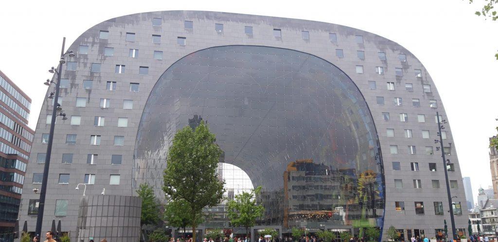 Il Markthal, il più grande mercato alimentare dell'Olanda