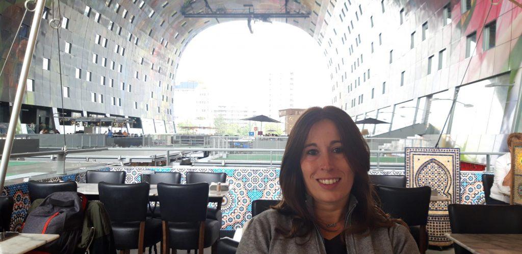 Vista del Markthal da uno dei ristoranti presenti all'interno