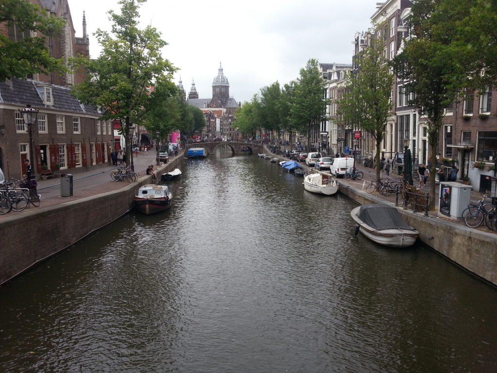 Uno dei tanti canali della città