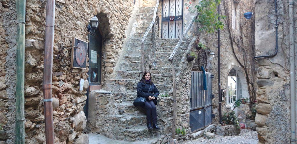 Tipica turista a Bussana Vecchia