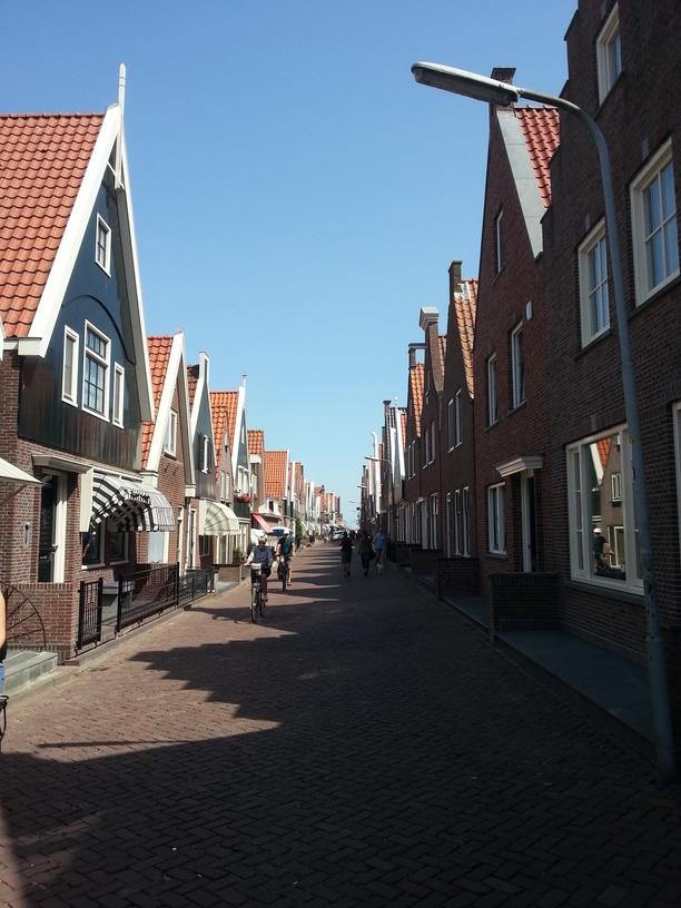 Strada che porta al porticciolo di Volendam
