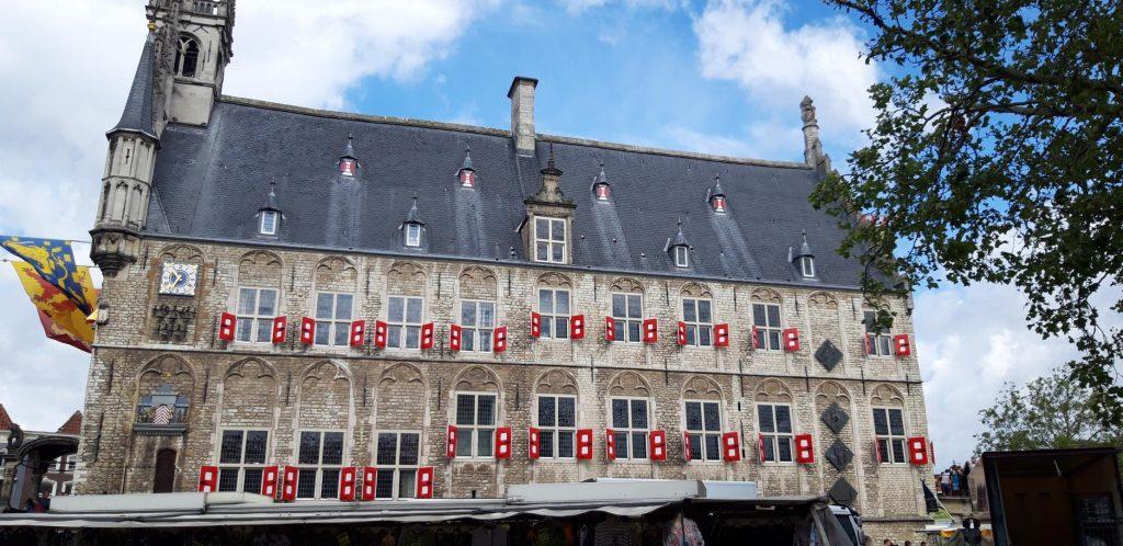 Vista laterale dello Stadhuis di Gouda