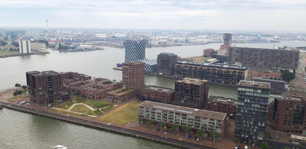 Vista panoramica del porto dall'Euroscoop a 185 metri di altezza