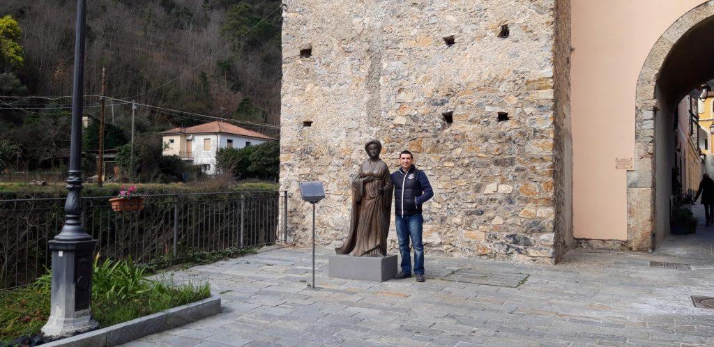 La statua di Ilaria
