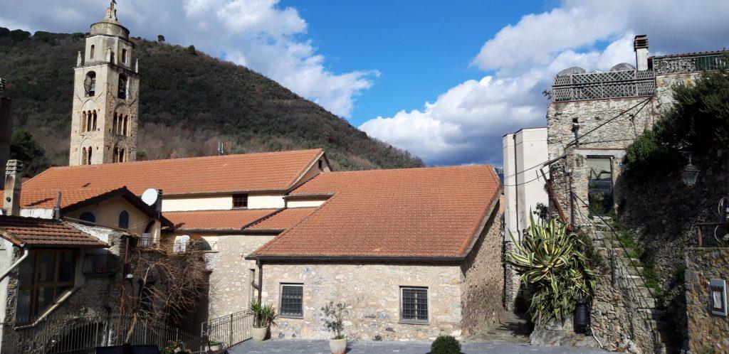Vista del campanile della chiesa di San Bartolomeo